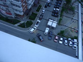 sushilka so strunami na balkon
