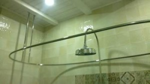 овальный карниз для занавески в ванную